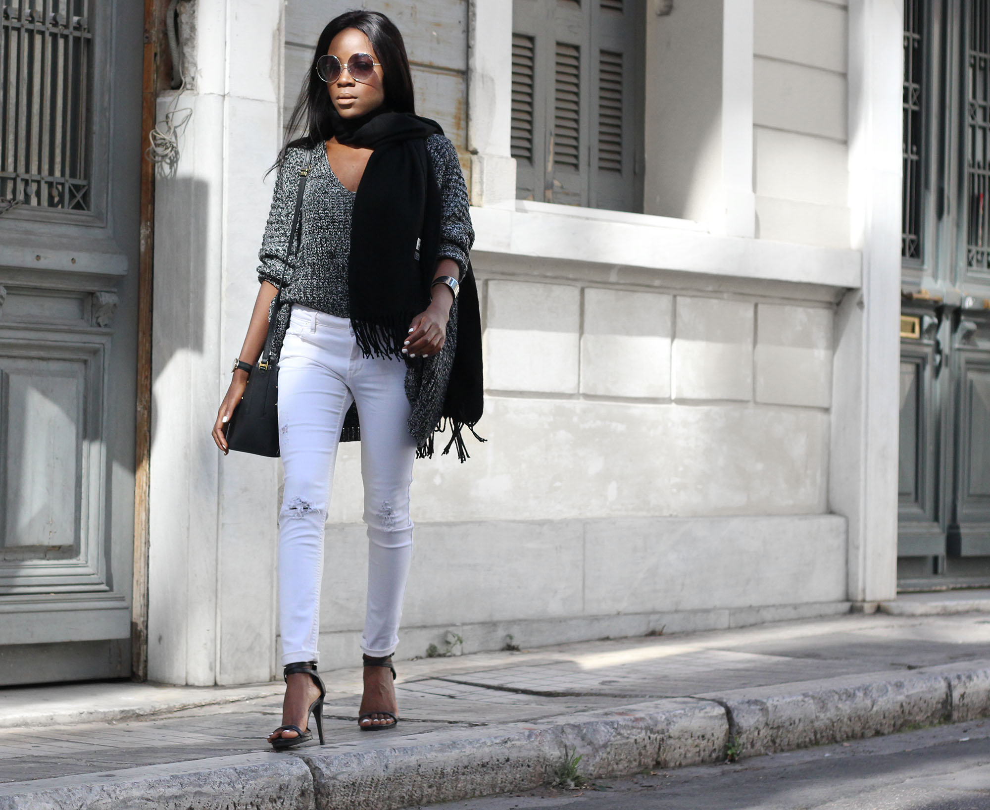 how-to-wear-white-jeans-in-colder-weather