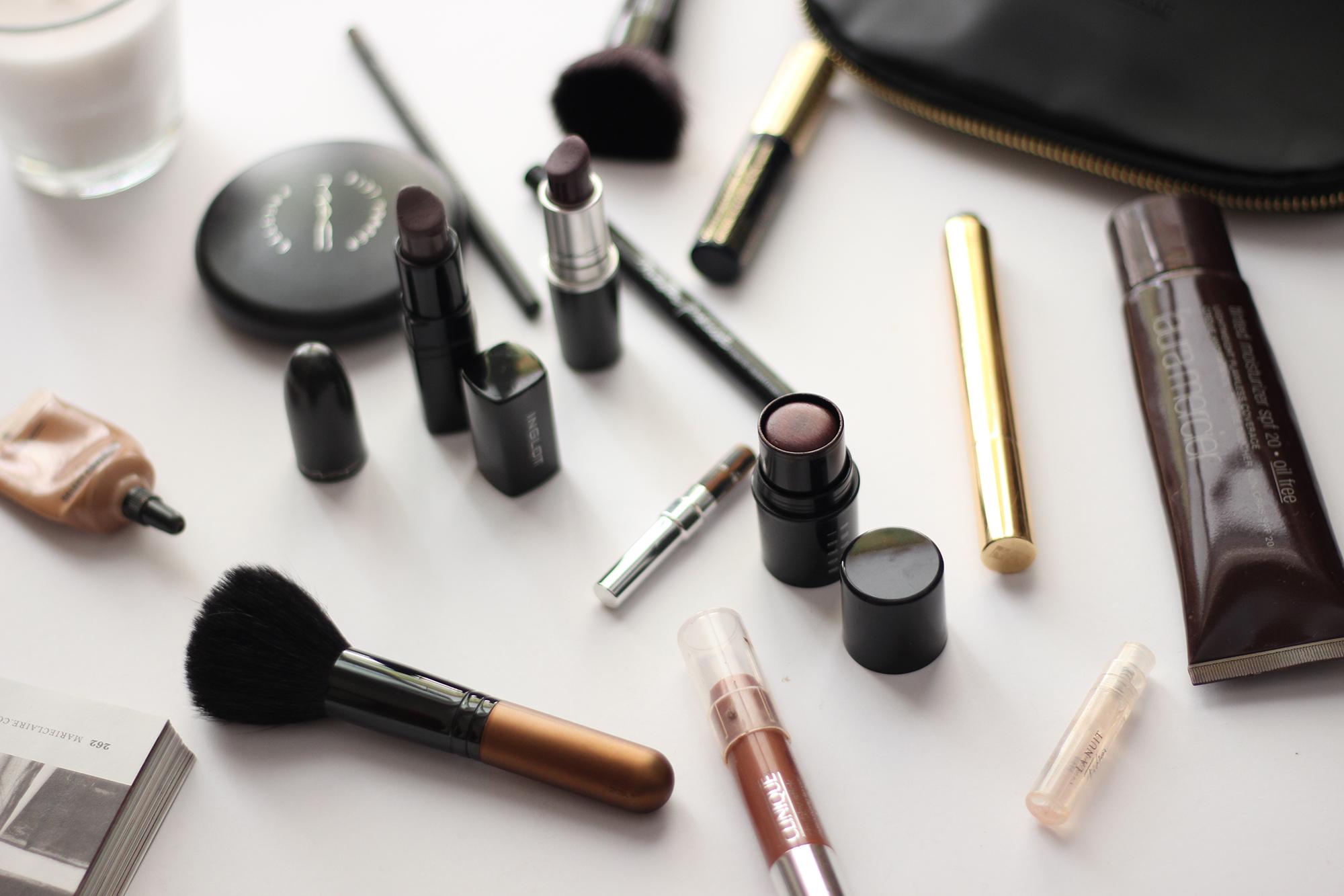 makeup-bag-essentials