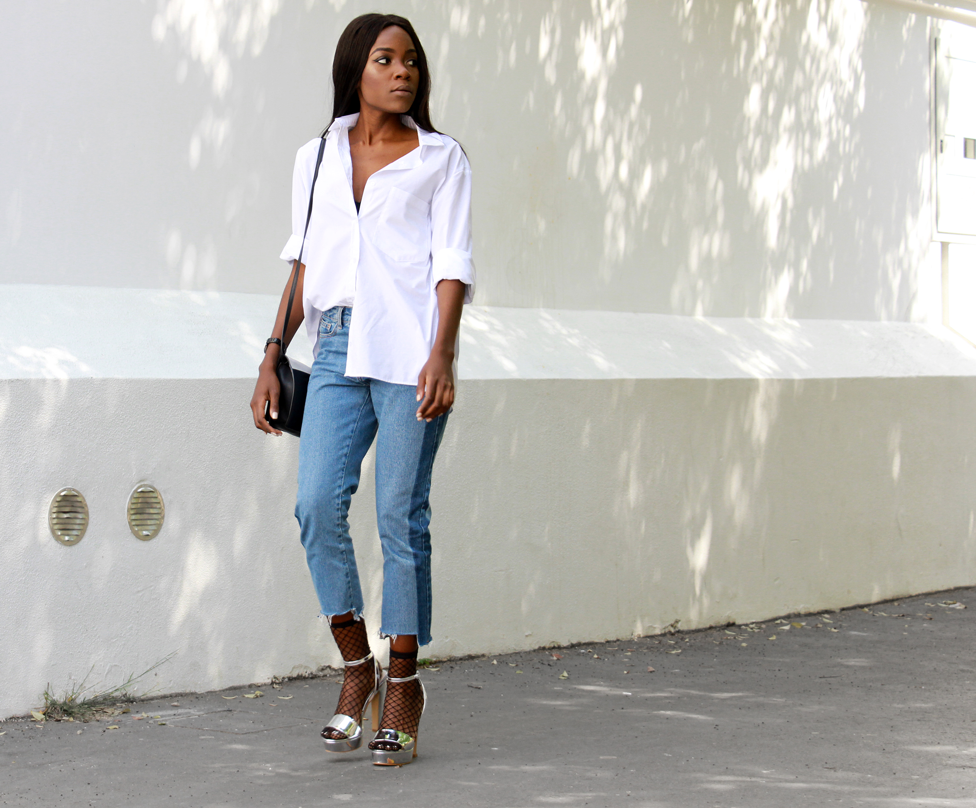 how-to-wear-frayed-hem-jeans