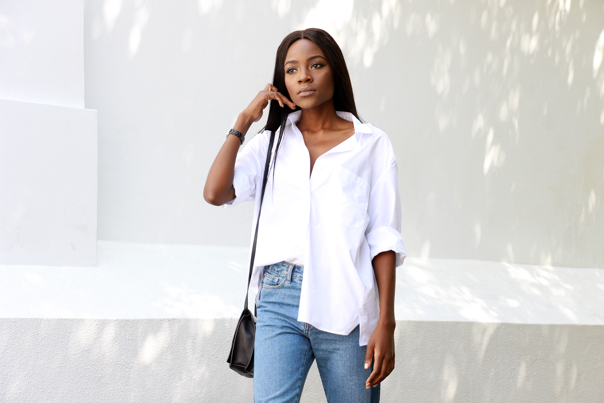 how-to-wear-frayed-hem-jeans