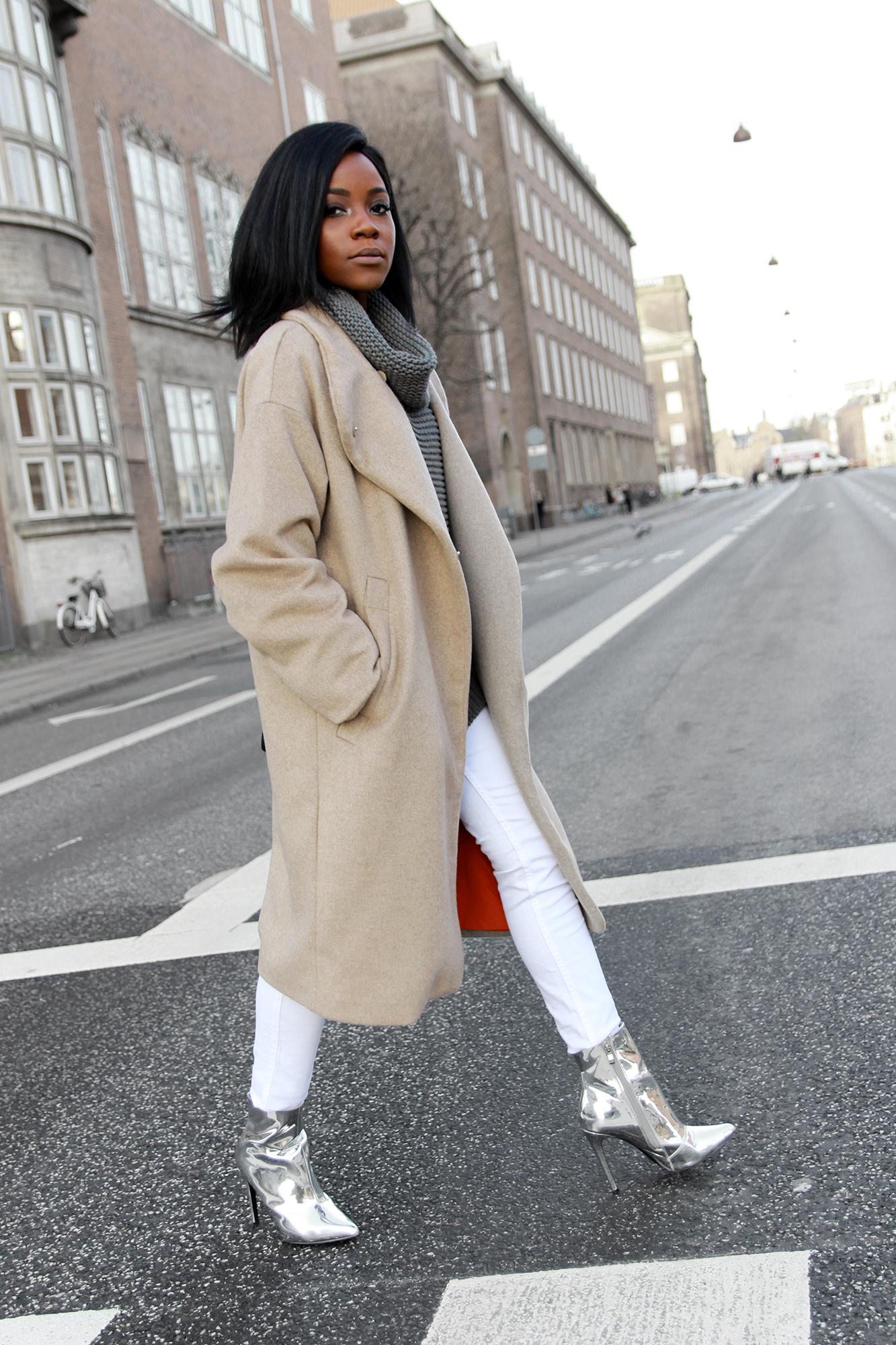 beige-coat-white-pants