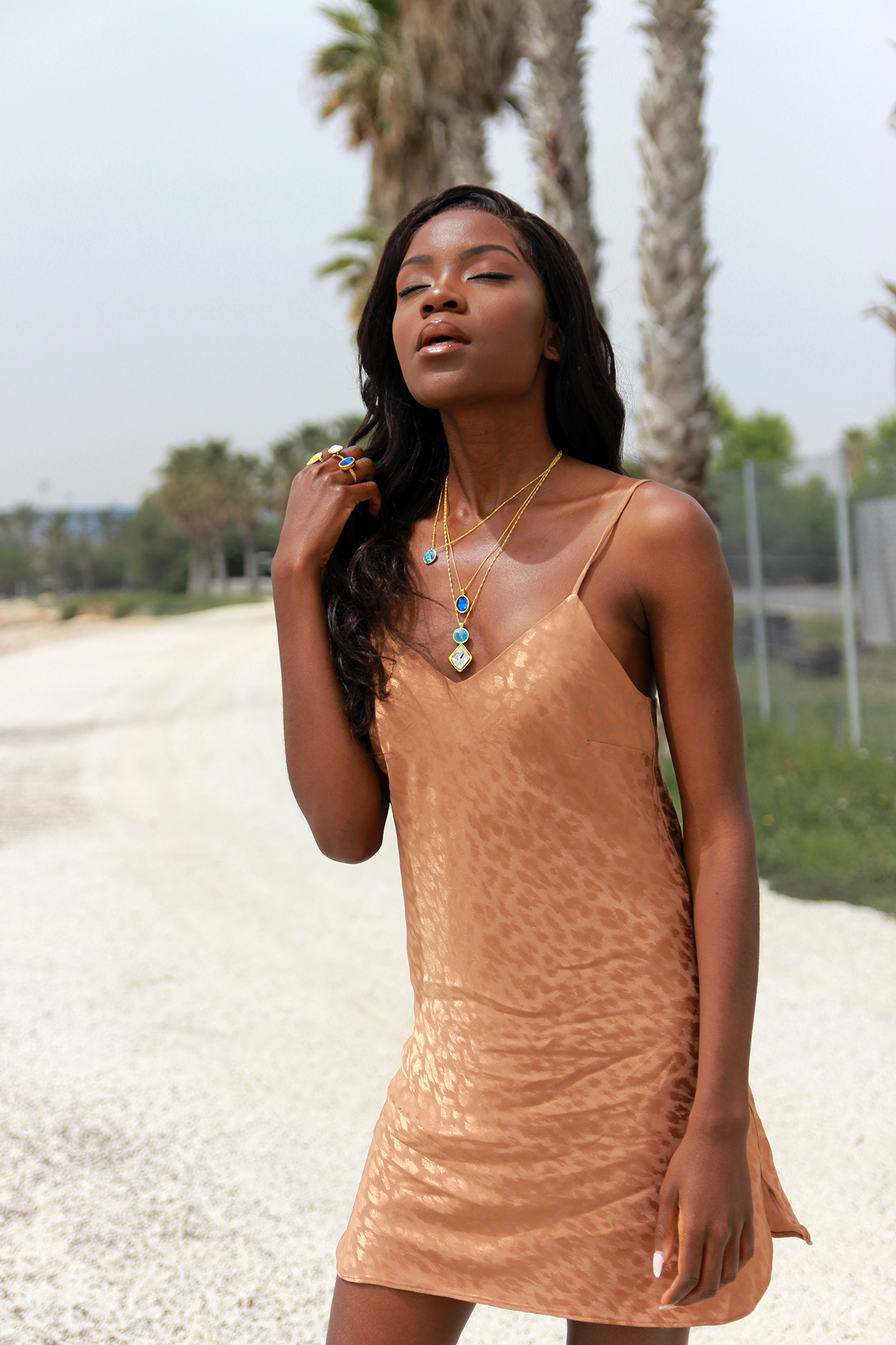 how-to-wear-nude-dress
